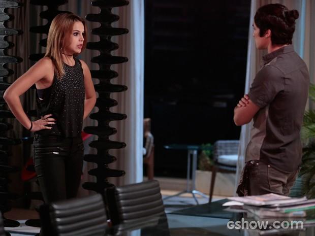 A discussão é inevitável e Anita diz que Antônio está marcando muito em cima (Foto: Felipe Monteiro / TV Globo)