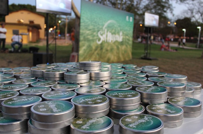 Velas aromáticas foram os brindes da ação de 'Sol Nascente'  (Foto: Katylenin França/Gshow)