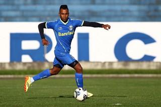 Fernandinho estreará contra o Coritiba (Foto: Diego Guichard)