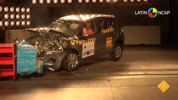 Crash test do Fiat Novo Palio com airbag duplo (Foto: Reprodução)