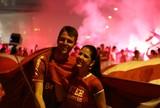 """Por segurança, """"pau de selfie"""" começa a ser vetado nos estádios do Brasil"""