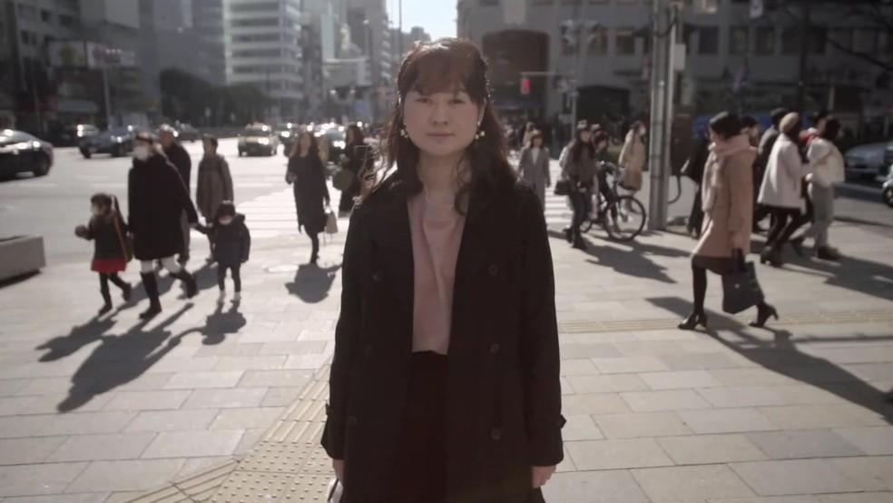A executiva Anna, de 24 anos, diz não desejar sexo e que namorar tiraria sua liberdade (Foto: BBC)