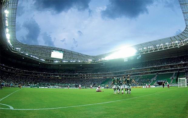 PROMESSA O Palmeiras comemora um gol,  na inauguração  de seu estádio,  em janeiro.  O clube é exemplo de recuperação financeira  (Foto: Mauro Horita/AGIF)