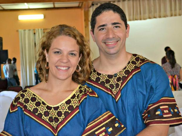 Acreanos Karoline e Tyago Campelo abriram uma igreja em Moçambique há mais dois anos (Foto: Arquivo da Família)