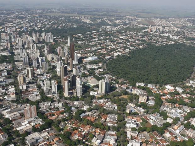 Parque dos Pioneiros fica na região central de Maringá e faz parte da Mata Atlântica. (Foto: Prefeitura de Maringá/Arquivo)