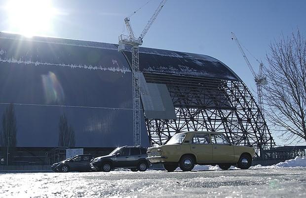 Um novo sarcófago está sendo construído sobre a usina nuclear de Chernobyl (Foto: Guilber Hidaka/Bufalos)
