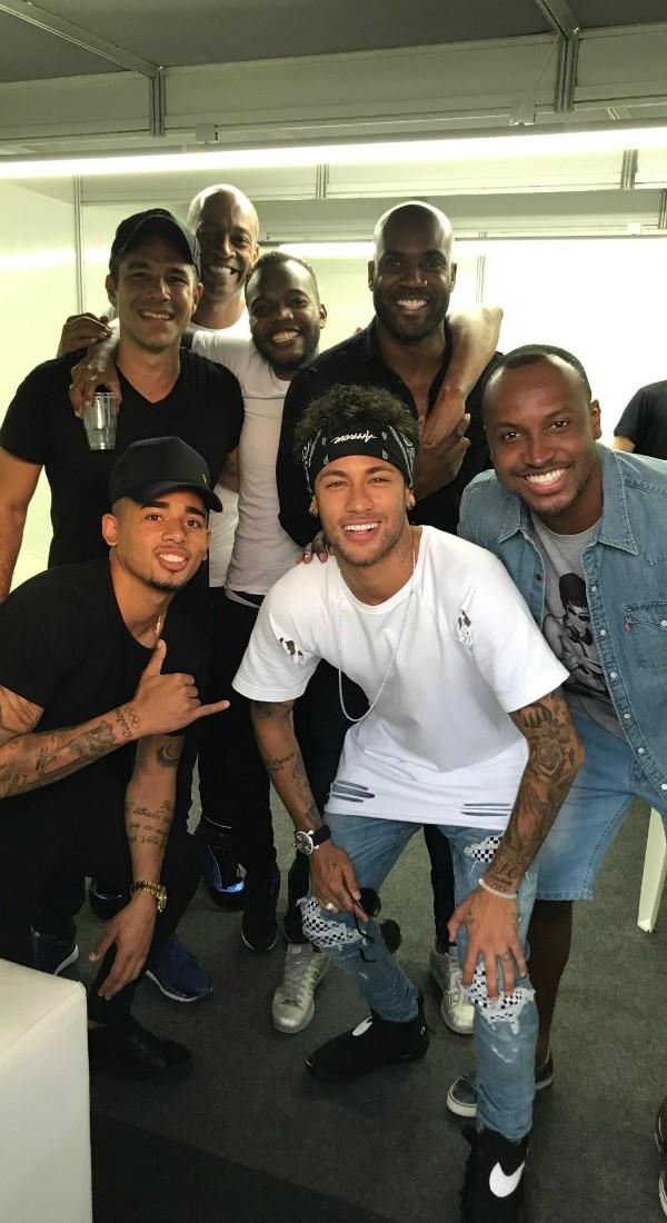 Neymar curte show de Tiaguinho com amigos, em Vitória (Foto: Reprodução/Instagram)