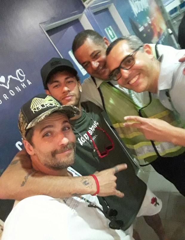 Neymar chega a Noronha e é recebido por Bruno Gagliasso (Foto: Reprodução/Instagram)