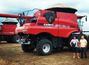 Repórter Renan Nunes foi conferir de perto a colheita de soja no cerrado. (Foto: TV Clube)