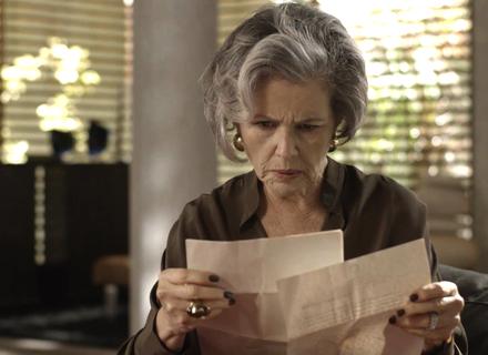 Sabine encontra provas contra Eric na gaveta de Malagueta
