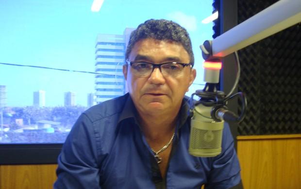 Flávio Araújo, treinador do Sampaio, em entrevista na Rádio Mirante AM (Foto: Zeca Soares)