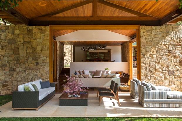 Obra em níveis e integrada à paisagem - Casa Vogue | Casas