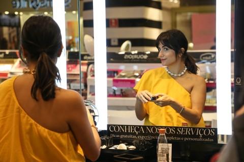 Luiza Souza na loja Sephora