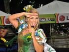 Brazuca: Carla Perez anima foliões com look inspirado em bola da Copa