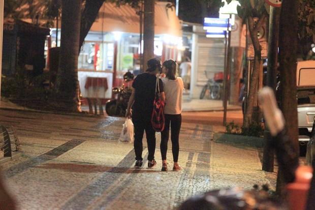 Caio Castro e Maria Casadevall se beijam (Foto: Delson Silva / AgNews)