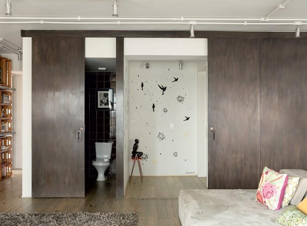 apartamento-decoracao-estudio-vitor-penha-estilo-industrial-concreto-aparente-entrada (Foto: Edu Castello/Editora Globo)