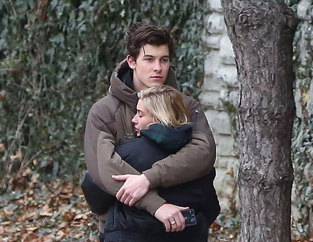 Shawn Mendes é visto em clima de romance com Hailey Baldwin (Foto: The Grosby Group)