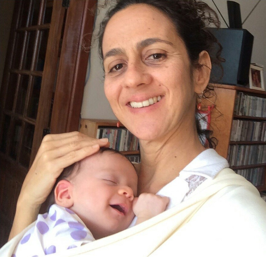 Maria Menezes e o pequeno Zakir posam para foto (Foto: Divulgação)