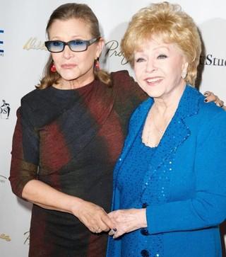 Carrie Fischer com a mãe, Debbie Reynolds (Foto: Reprodução/Facebook)