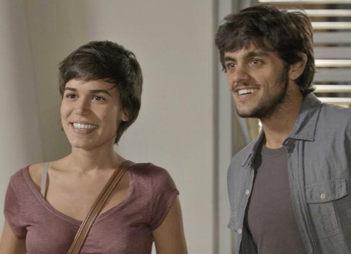 Leila e Jonatas ficam sem graça com a reação de Fabinho (Foto: TV Globo)