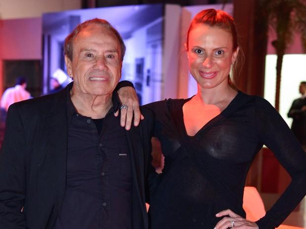 Stênio Garcia com a mulher em prêmio no Rio (Foto: André Muzell/ Ag. News)