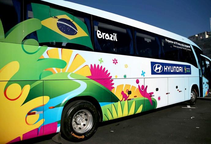 apresentação ônibus Copa do Mundo  (Foto: Marcos Ribolli / Globoesporte.com)
