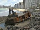 Começa retirada de navio na Praia de Iracema, em Fortaleza