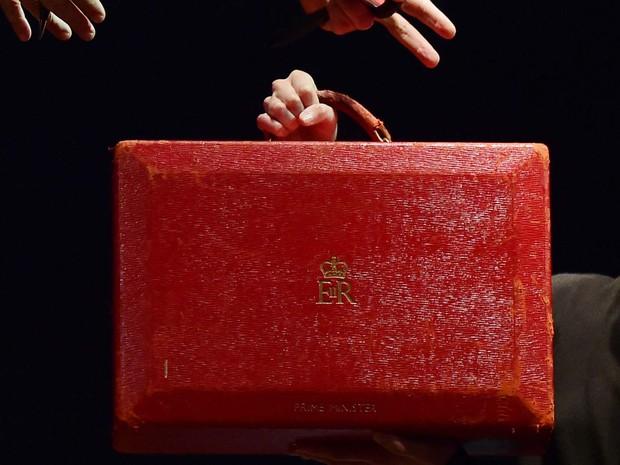 Pasta da primeira-ministra britânica Margaret Thatcher foi vendida por 242.500 libras nesta terça-feira (15) em leilão em Londres (Foto: LEON NEAL / AFP)
