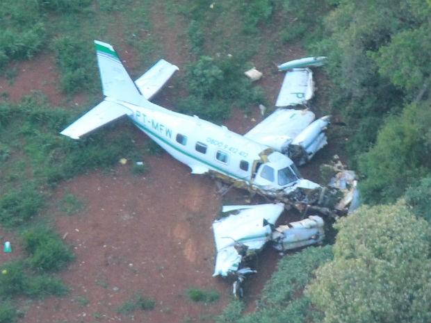 Aeronave transportava o piloto, copiloto e mais dois passageiros (Foto: Yuri Braz/Casa Militar do Paraná)