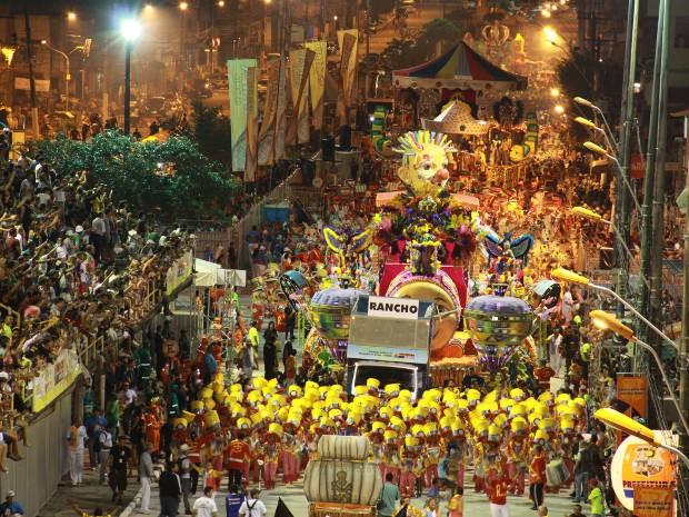 """Desfile da escola de samba """"Rancho Não Posso Me Amofiná"""" no carnaval 2012, em Belém (Foto: Mácio Ferreira/O Liberal)"""
