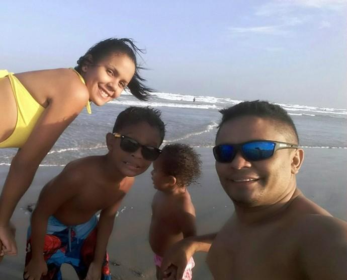 Ronaldo Silva, Layanne, Pedro Lucas e Anna Sophia em  Luís Correia-PI.  (Foto: Arquivo pessoal)
