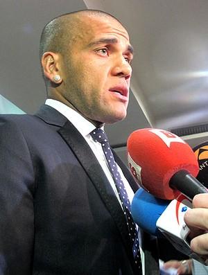 Daniel Alves na entrevista do Barcelona (Foto: Cahê Mota / Globoesporte.com)