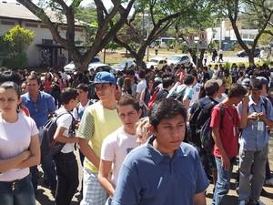 Alunos enfrentam filas e calor durante o Unicamp Portas Abertas (Foto: Bruno Teixeira / G1 Campinas)