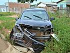 Carro fica parcialmente destruído após bater colidir com carreta, em RO
