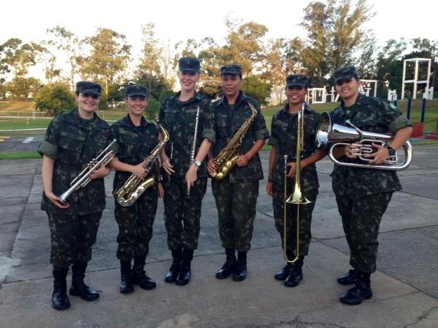 Exército recebe mulheres na banda pela primeira vez; seis jovens vieram de diferentes lugares do Brasil (Foto: Cristiane Cardoso / G1)