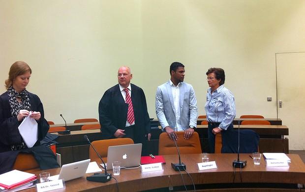 Breno bayern de munique tribunal julgamento (Foto: Clicia Oliveira / Globoesporte.com)