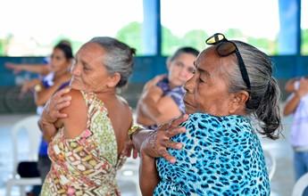 Idosos praticam exercícios e cuidam da saúde em programa social