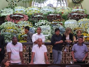 Coroas de flores encaminhadas à Assembleia Legislativa de Pernambuco (Foto: Renan Holanda / G1)