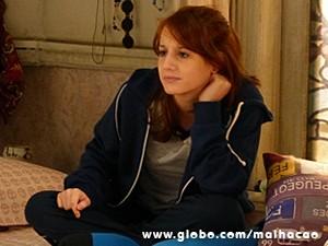 Giovana acha que a amiga está apaixonada (Foto: Malhação / TV Globo)
