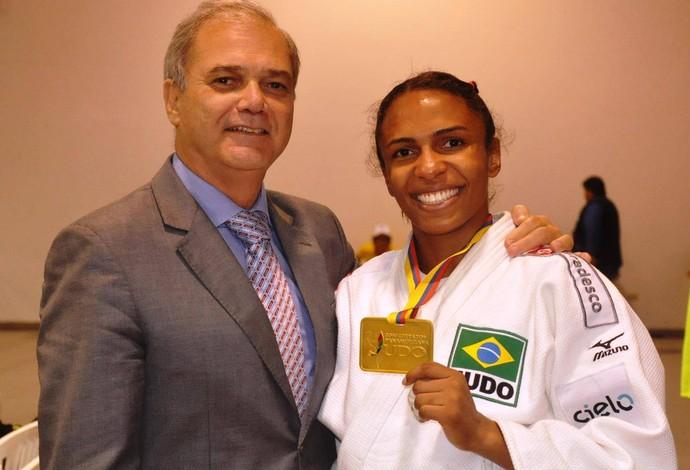 Paulo Wanderley, presidente da CBJ, e Érika Miranda (Foto: Divulgação/CBJ)
