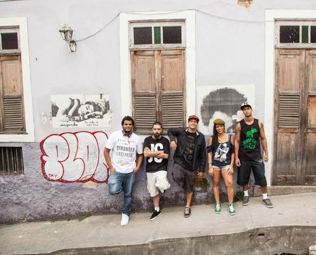 A banda mistura raps autorais e novos arranjos para clássicos (Foto: Arquivo Pessoal)