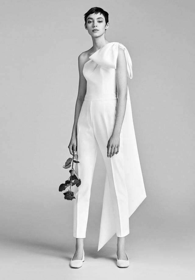 Noiva moderna: aposte em versões finas de calça e macacão para o dia do sim  (Foto: Reprodução)