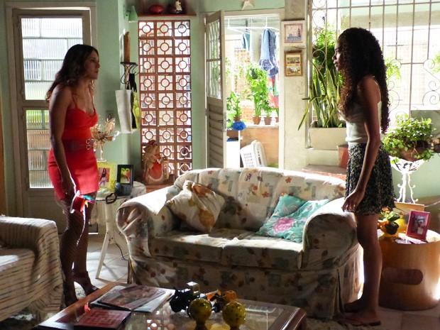 Sheila conversa sobre Wanda com Lucimar (Foto: Salve Jorge/ TV Globo)