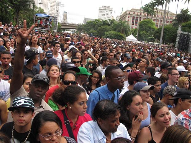 Público reunido no Vale do Anhangabaú (Foto: Paulo Toledo Piza/G1)