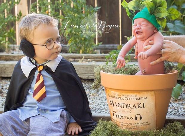 Theodore como mandrake e o irmão mais velho (Foto: Reprodução/ Facebook)