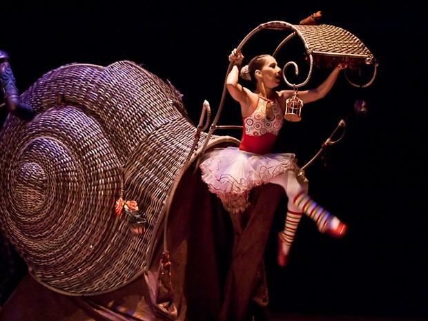 Cia. dos Pés utiliza dança e teatro contemporâneos como canal de expressão. (Foto: Divulgação)