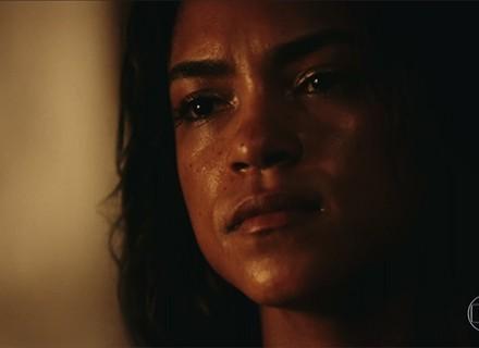 Luzia desaba e chora por Santo