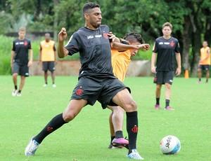 Wallace no treino do Flamengo (Foto: Alexandre Vidal/Fla Imagem)