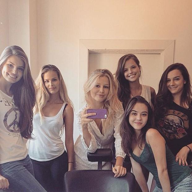 Camila Queiroz, Yasmin Brunet, Raíssa Batista, Ágatha Moreira, Bella Piero e Mariana Molina (Foto: Instagram)