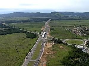Terreno em Guaratiba será dividido em 37 lotes com 40 a 50 mil jovens (Foto: Reprodução/TV Globo)